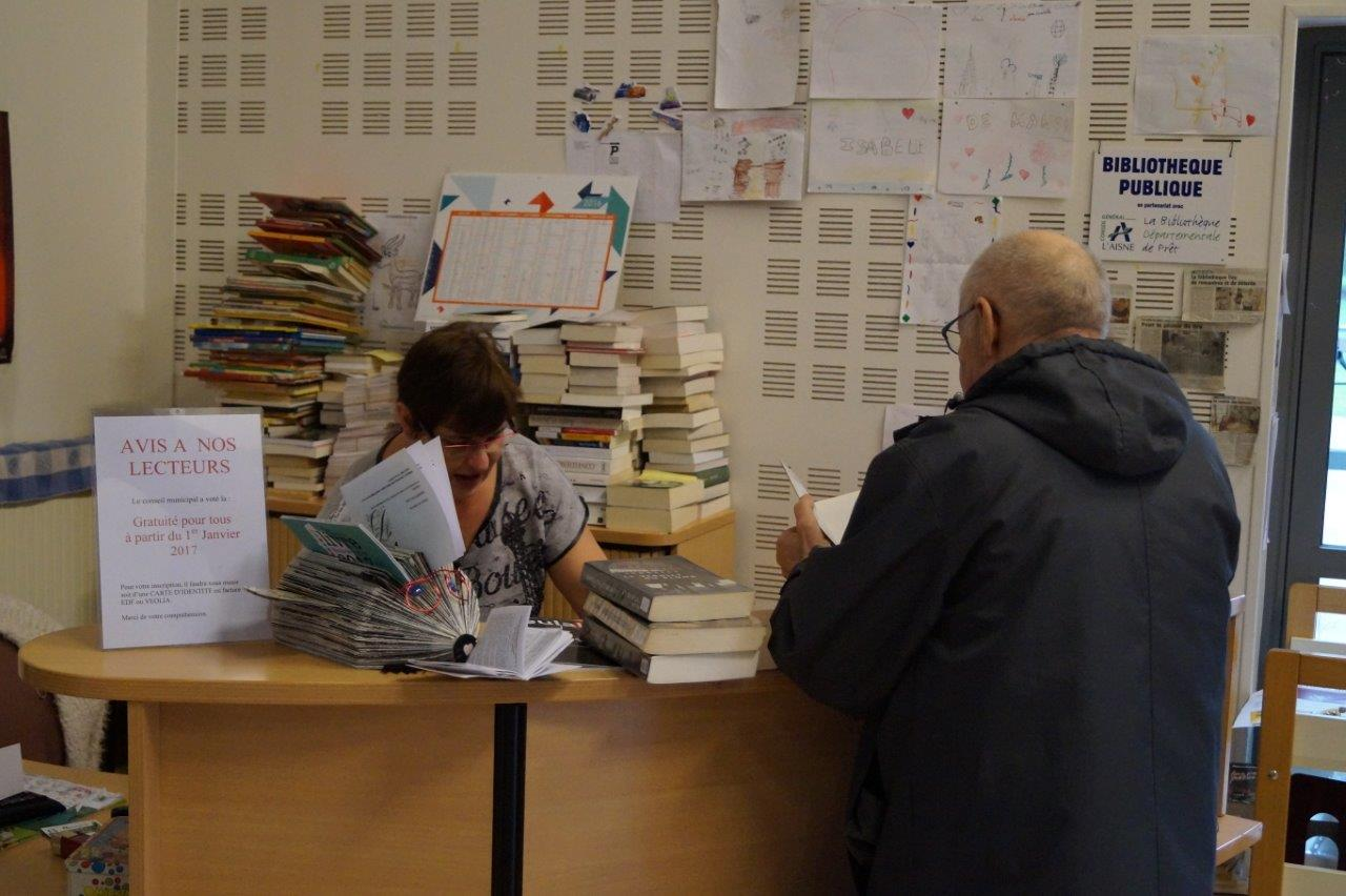 Il suffit de présenter une pièce d'identité ou un justificatif de domicile pour adhérer à la bibliothèque...