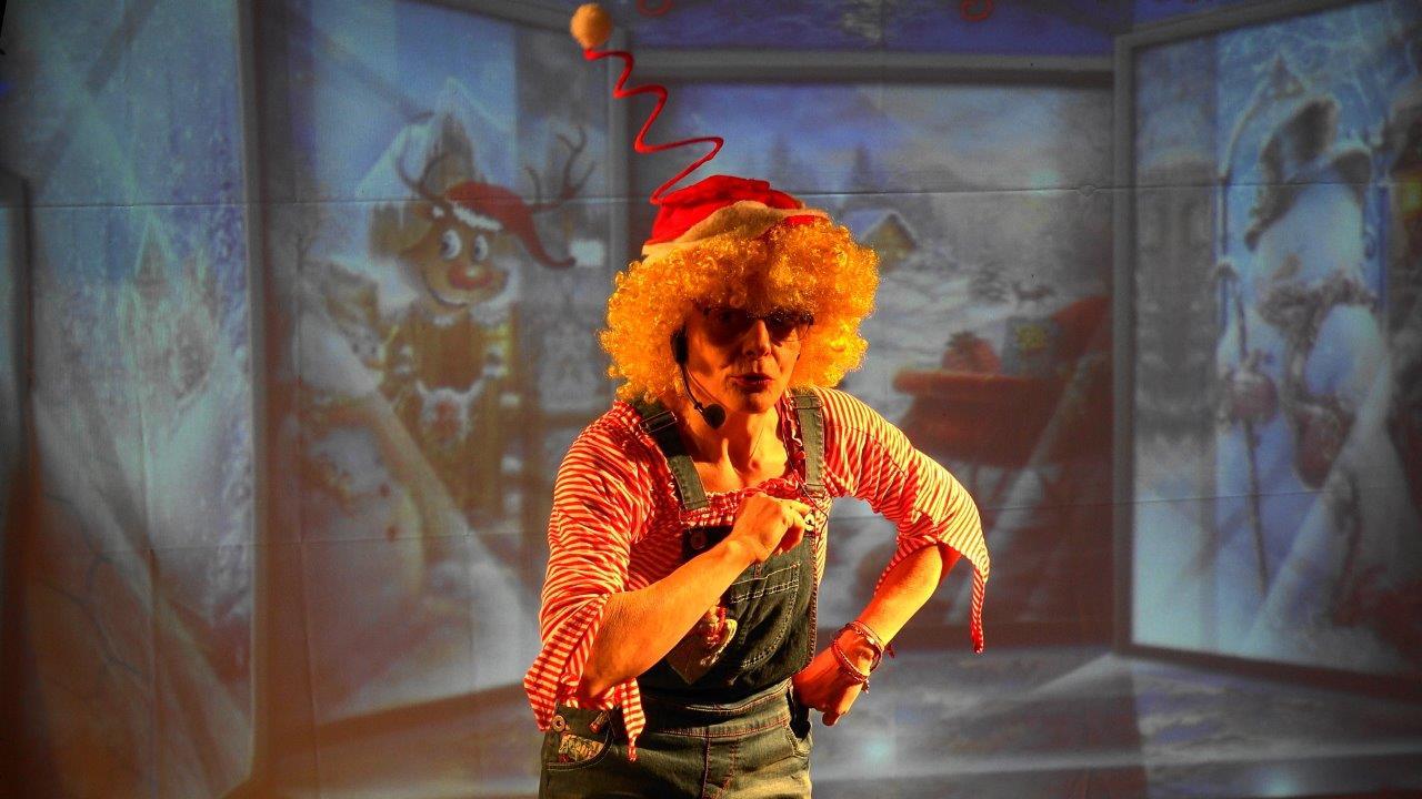 Sur Télé Pôle Nord, Lutin Marie est la présentatrice vedette des émissions de variétés.