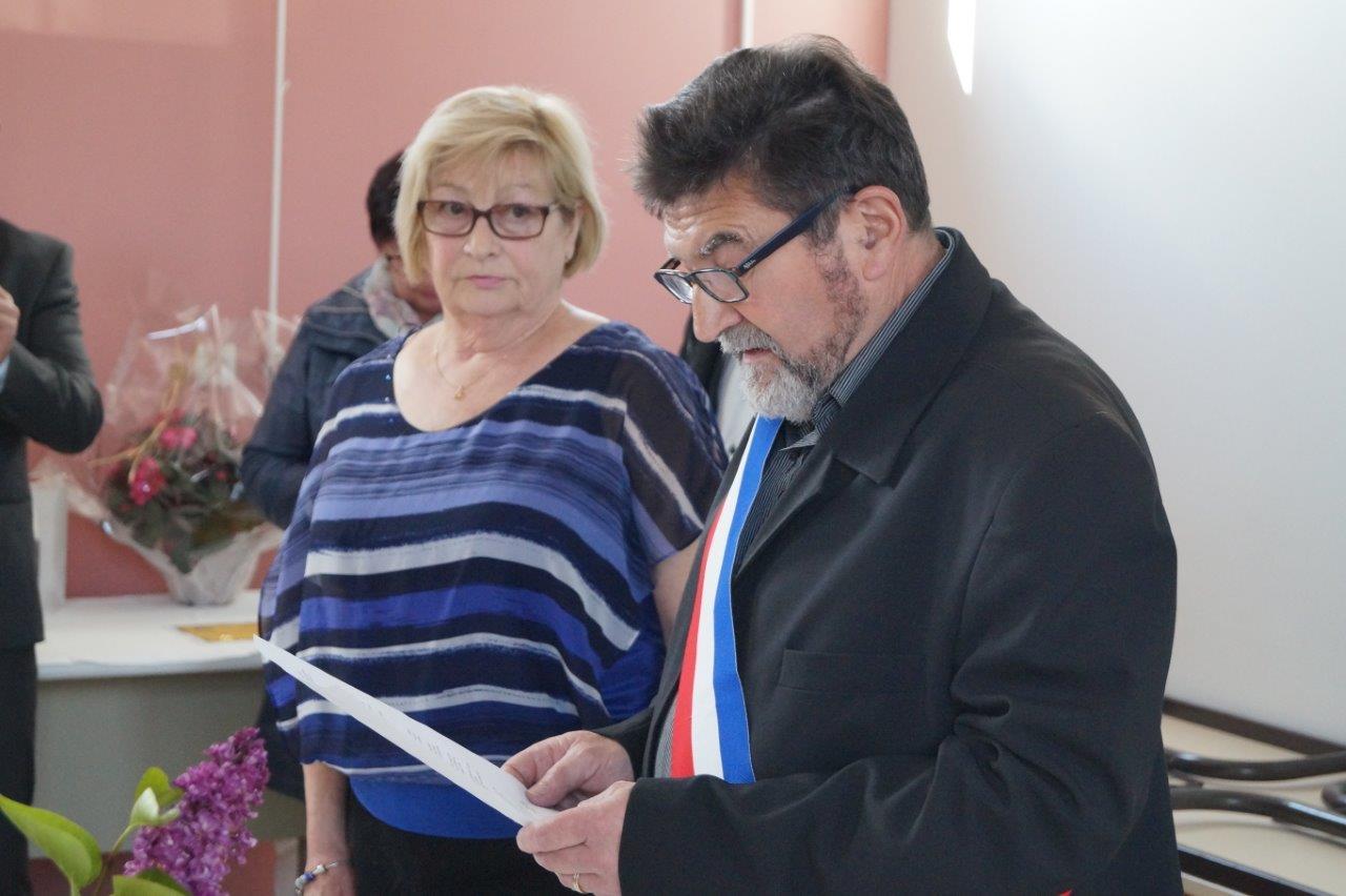 Lors de son discours, le maire Didier Simon avoue être ému.