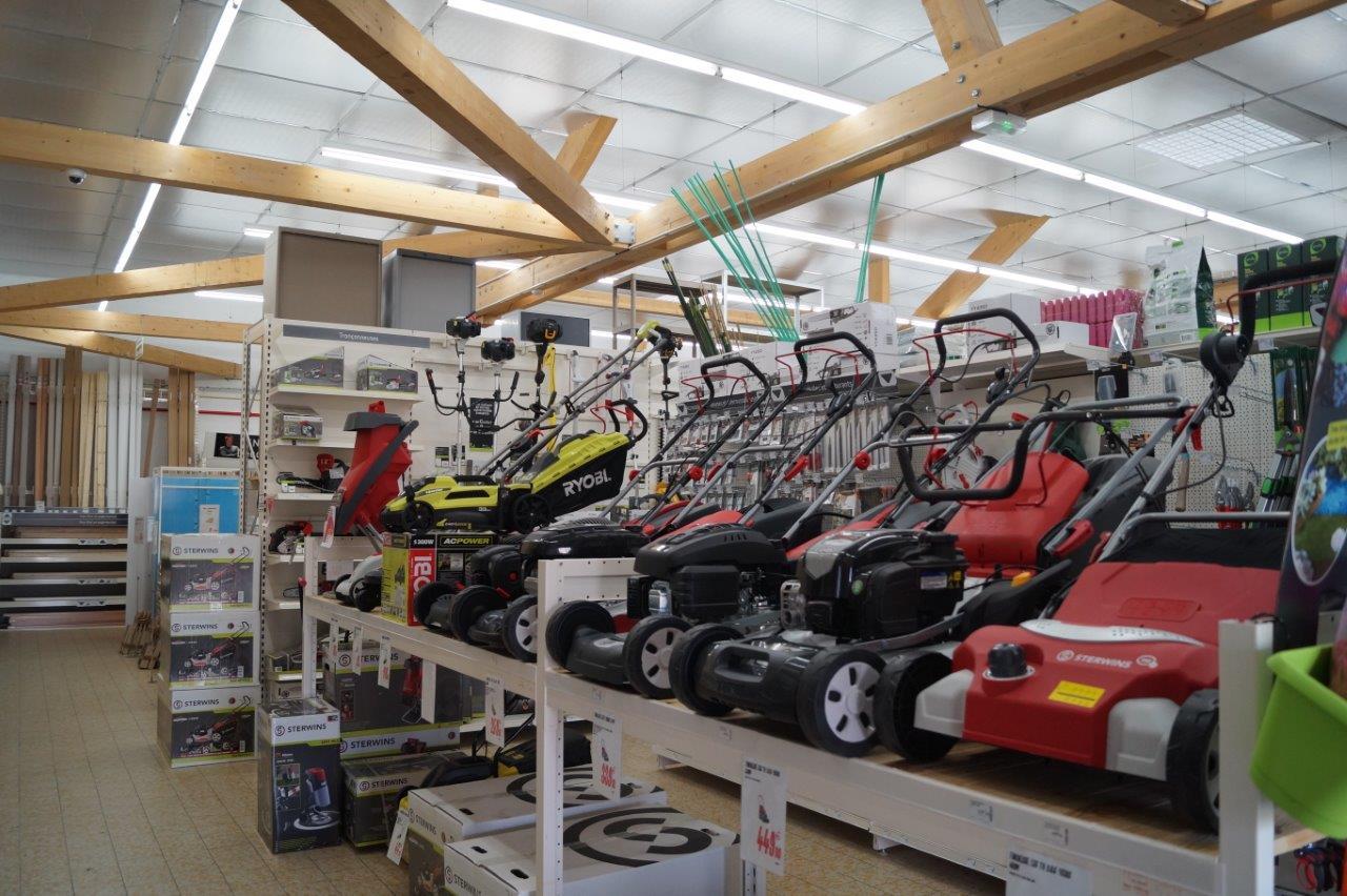 Le rayon Espaces verts est doté d'une large gamme de produits et matériaux.