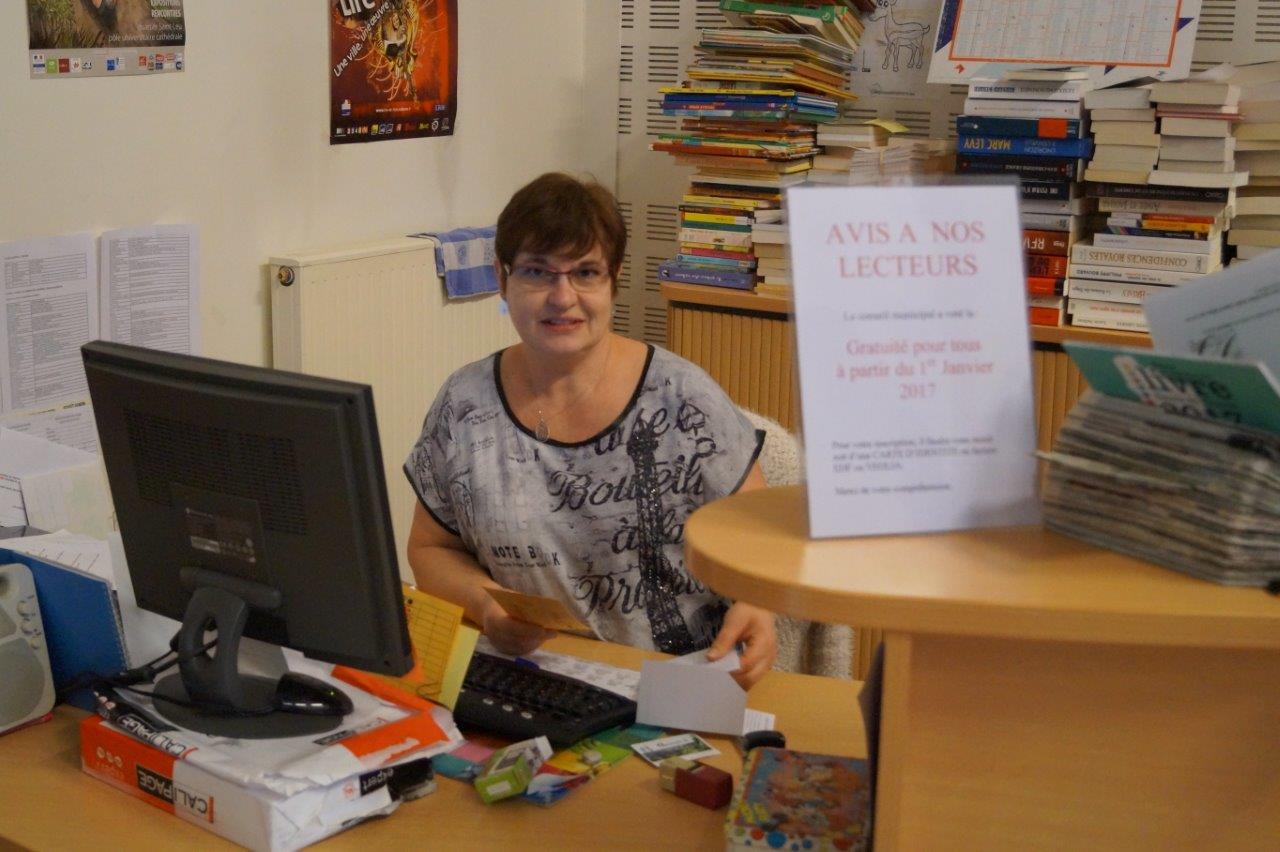 Isabelle Venant, bénévole à la bibliothèque de Condé-en-Brie.