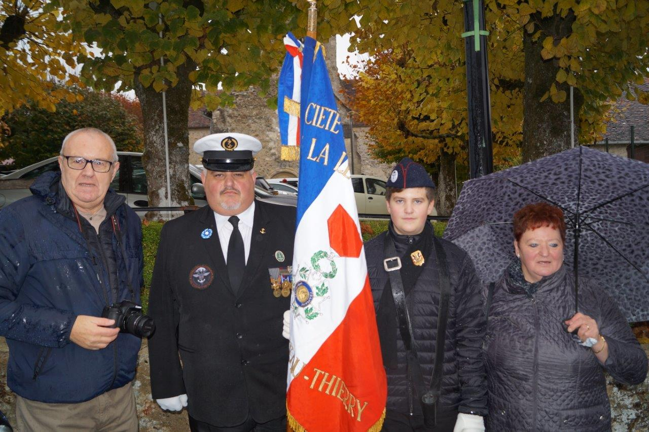 Le médaillé est entouré ici, de gauche à droite, de Guy Delannoy (le grand-père), Christophe Delannoy (le père) et Edith Delannoy (la grand-mère).