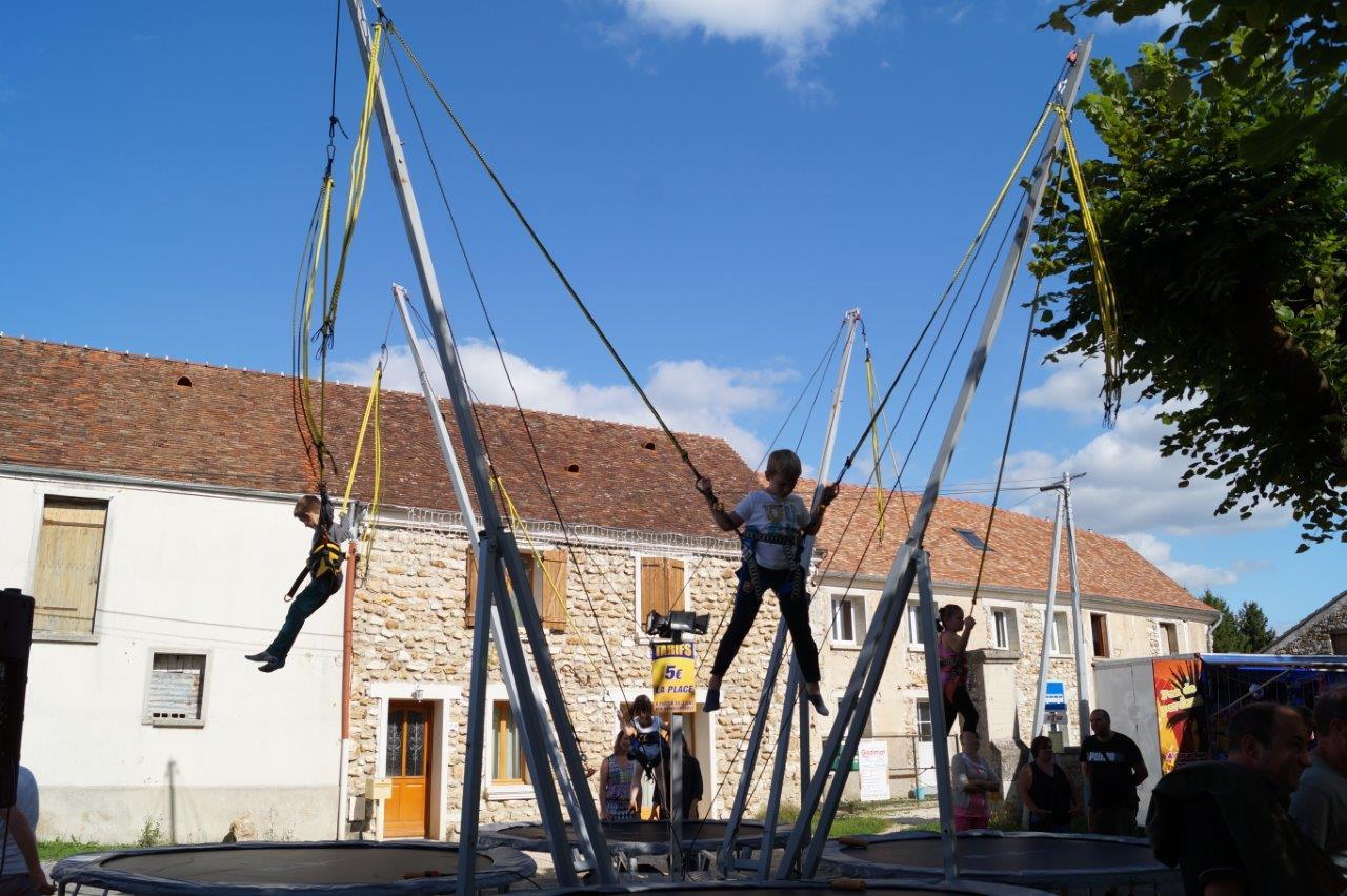 Les enfants ont connu des sensations fortes sur le trampoline élastique.