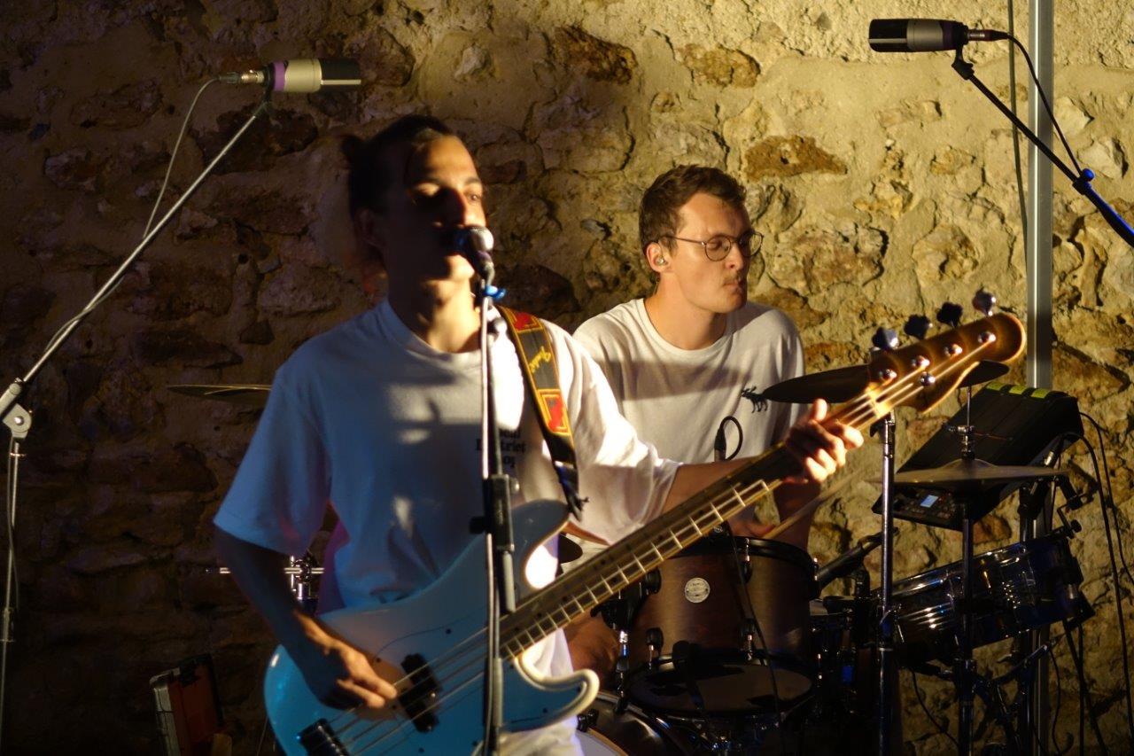 The Wipes. De gauche à droite : Thomas Coquillard à la basse et au chant et Hector Guérin à la batterie.