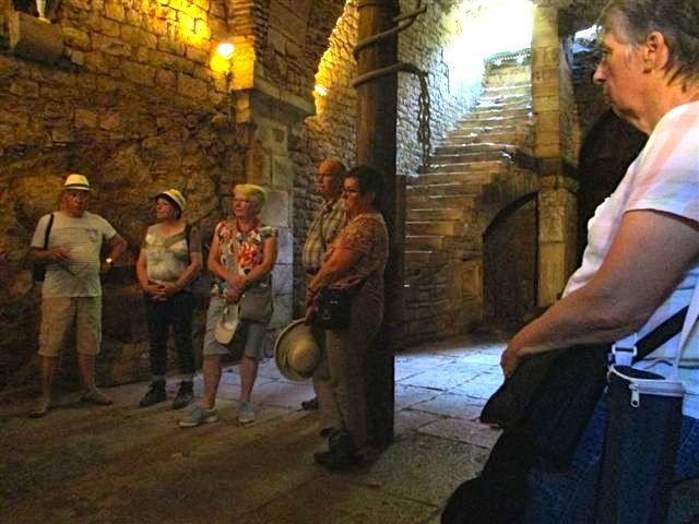 Vézelay : la fraîcheur d'une cave médiévale.