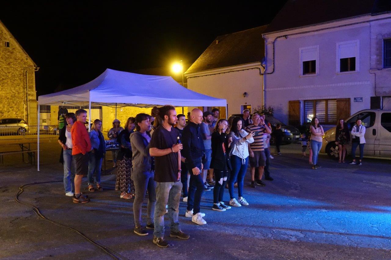 Le public était invité à se rapprocher des artistes.