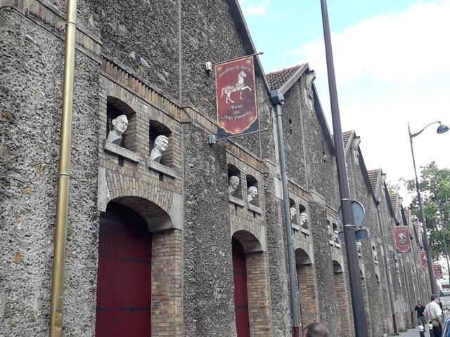 Dans le quartier de Bercy, le Musée des Arts Forains fait partie des quatre univers scénarisés sur le thème du spectacle...