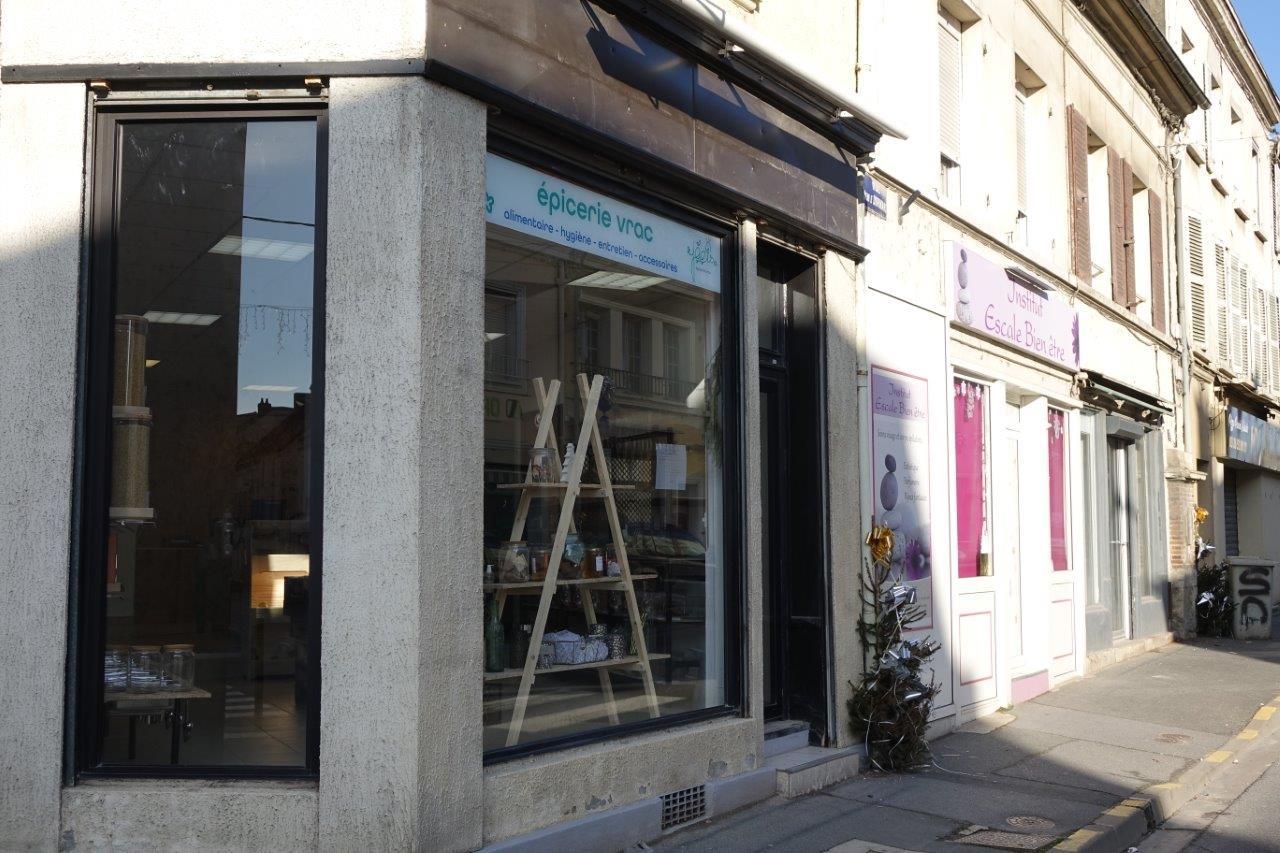 L'épicerie en vrac Jadis est située au 1 Rue de Dormans.