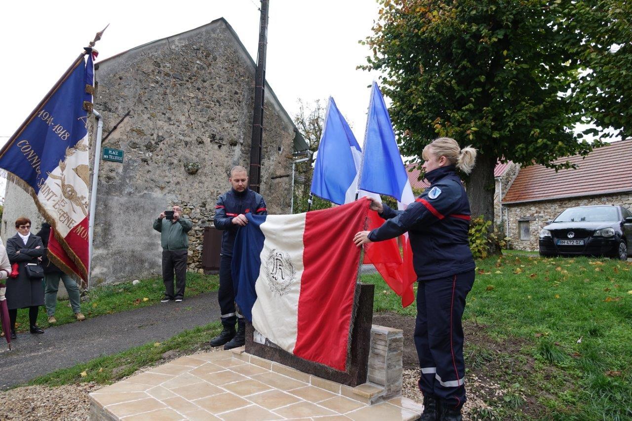 """Les sapeurs-pompiers du Centre de première intervention de Saint-Eugène ont dévoilé la """"stèle""""..."""