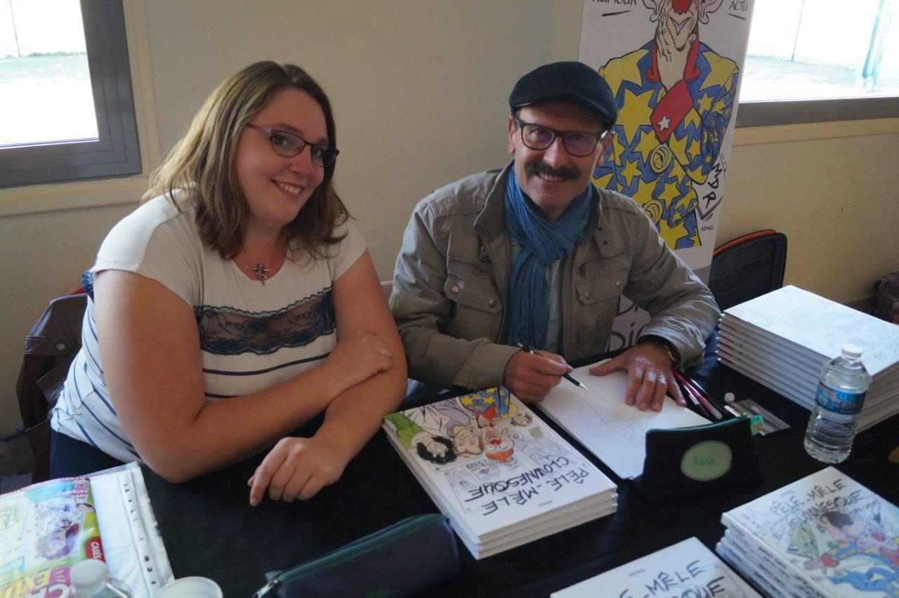 A droite : ADAQ, Jean-François Watier, est un dessinateur de BD comique.