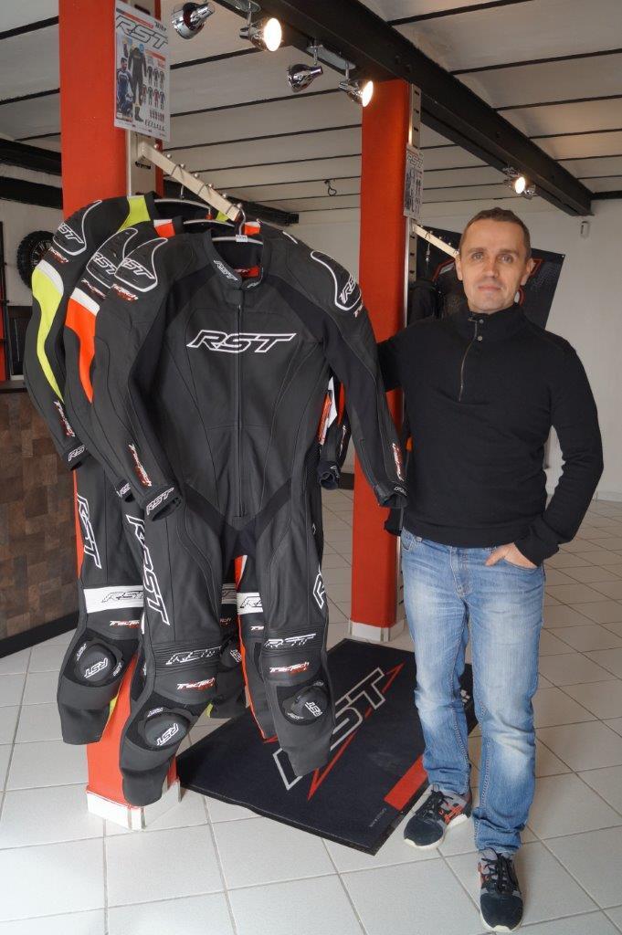 RST est une marque anglaise d'équipements qui débarque aujourd'hui en France.