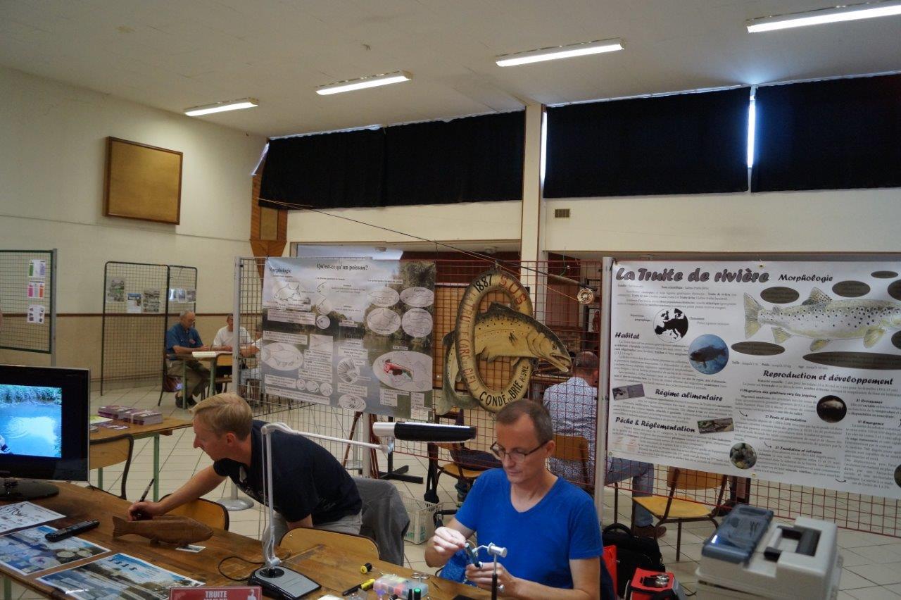 Fabrication d'une mouche chez les pêcheurs...