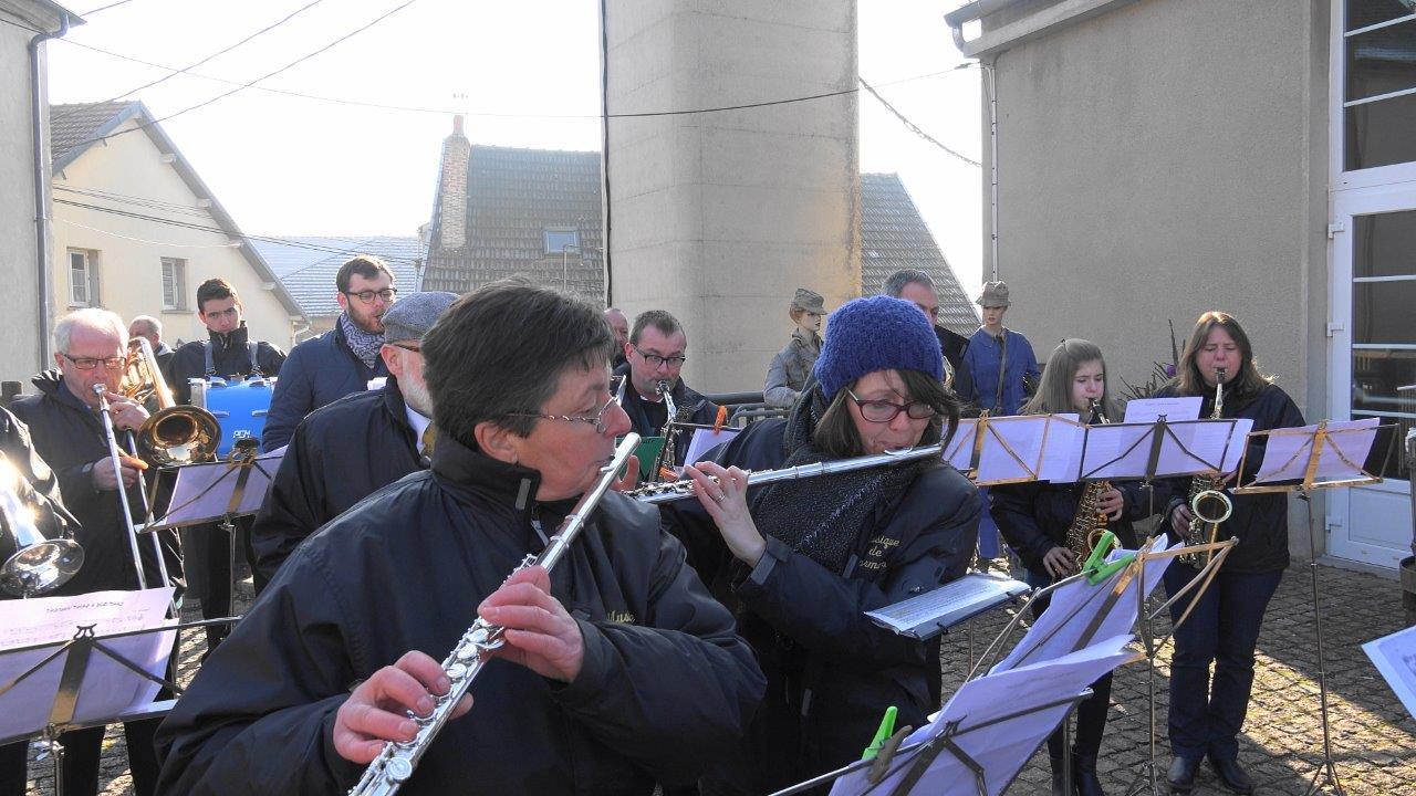 Malgré un temps frisquet, la Musique municipale  de Dormans assure le spectacle !