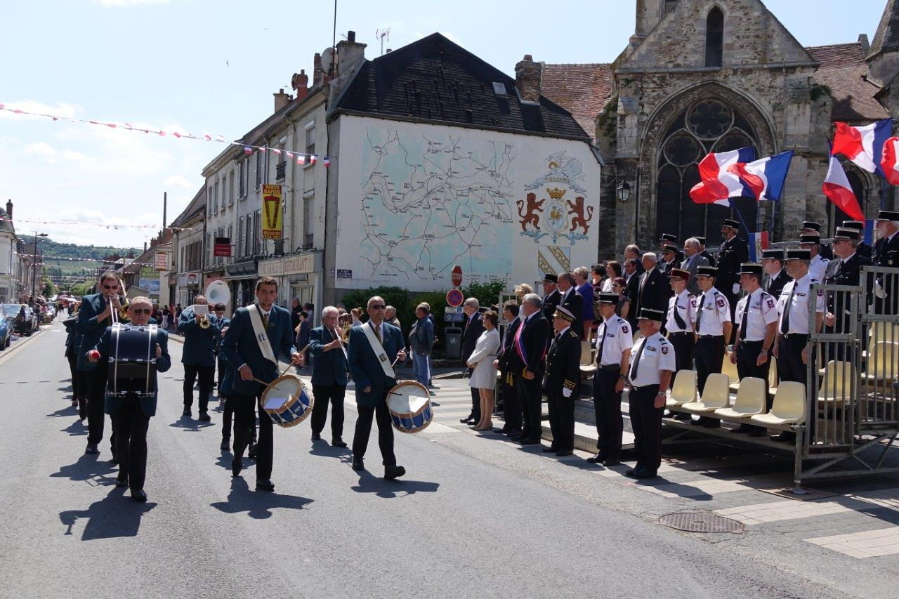 Le défilé est soutenu par la Musique municipale de Dormans...