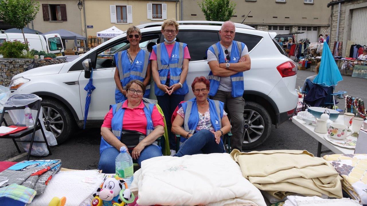 Les bénévoles du Secours Populaire de Dormans avec leur présidente Patricia Tissot (second rang, au centre). Le masque de protection a été retiré le temps de la photo.