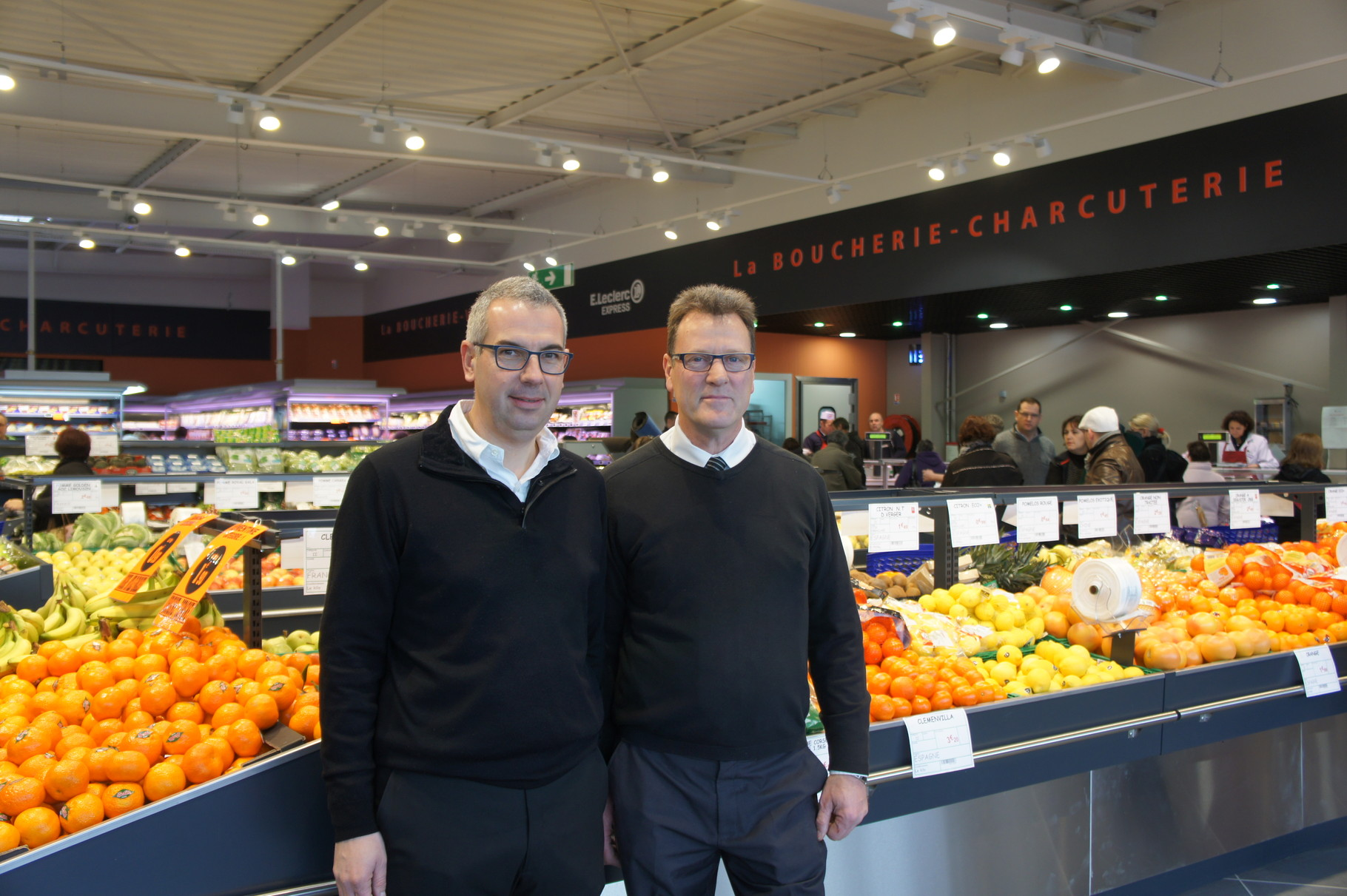 De gauche à droite : Cédric Pouillon, Directeur d'EPER-DIS Dizy (51) et André Delesalle, Responsable du magasin