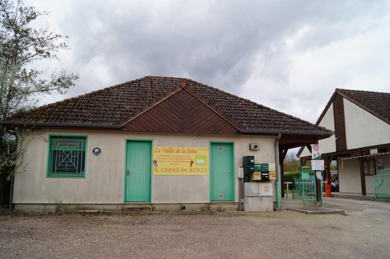 Le camping La Vallée de la Seine à Conflans-sur-Seine (51) est situé à 34km de la cité médiévale de Provins (77) et 130km de Paris.