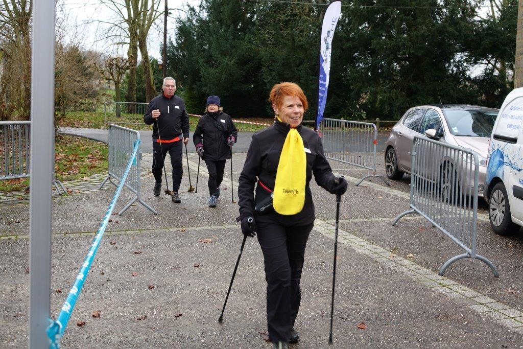 Les marcheurs ont accompli de nombreux tours du circuit d'un peu plus de 1000m...