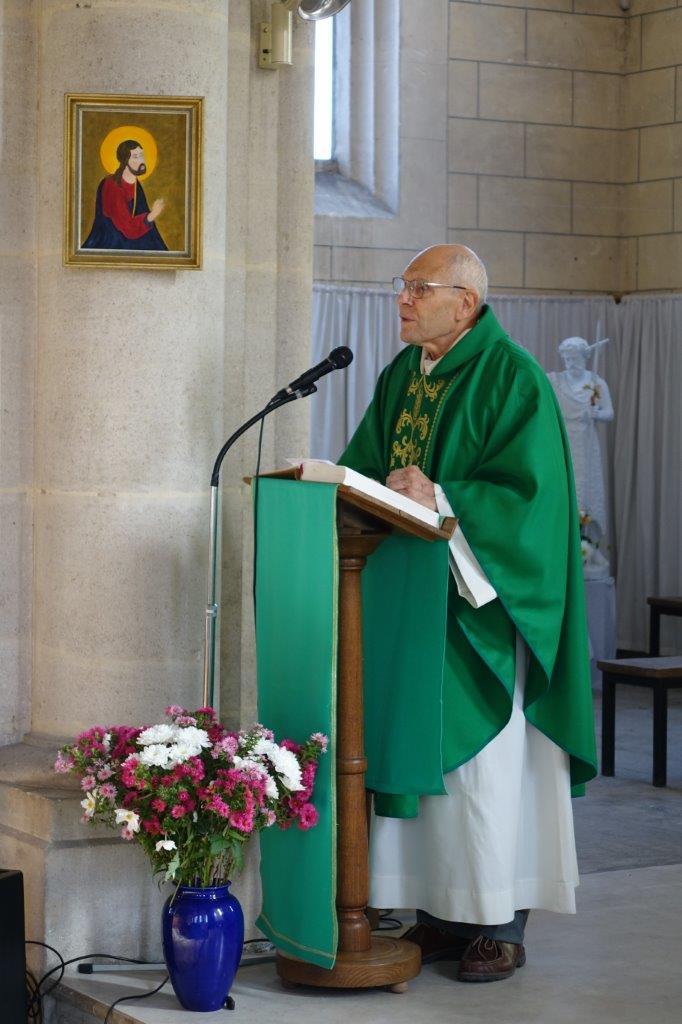 Le vicaire général Bernard Proffit a procédé à l'installation de l'abbé Thierry Gard au cours d'une célébration eucharistique...