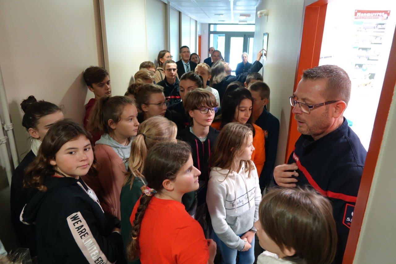 Les jeunes collégiens ont visité l'ensemble des installations et matériels du centre de secours sous la conduite du capitaine Pascal Briand...