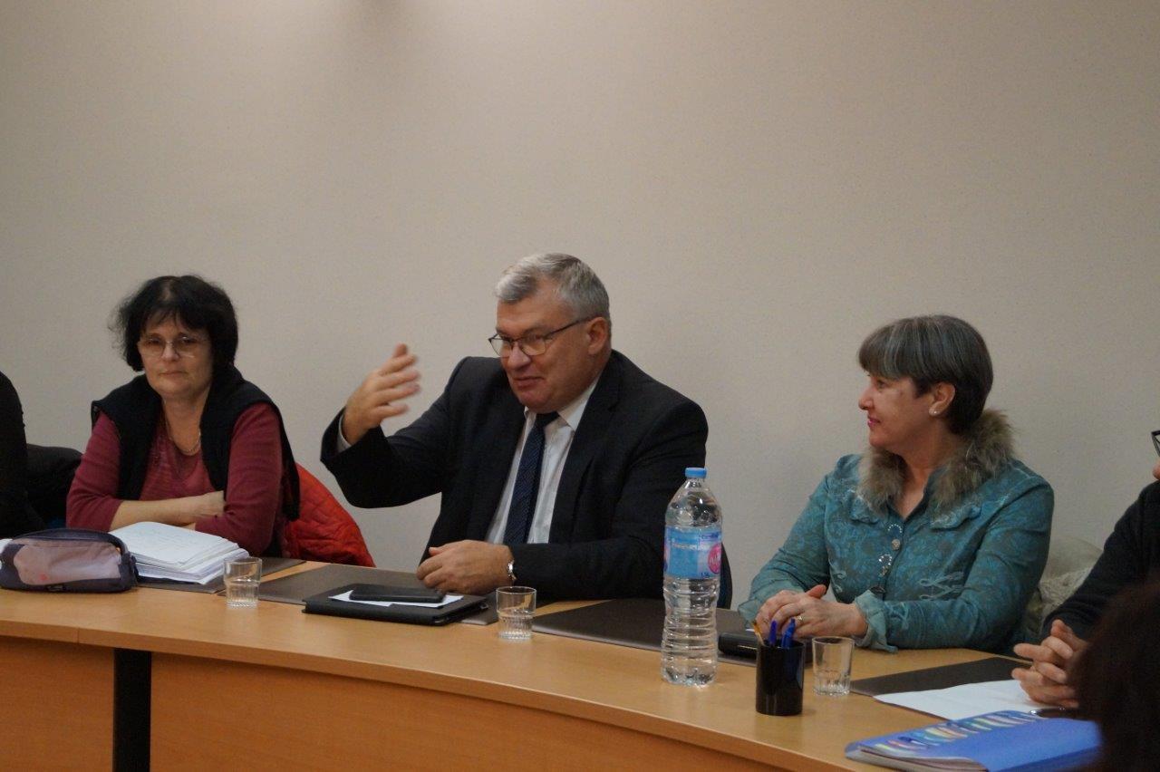 Au centre : Christain Bruyen, est quelque peu ému à l'idée de quitter son fauteuil de maire de Dormans.