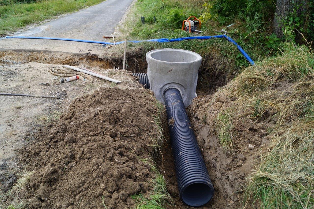 L'eau du fossé sera captée par un tuyau annelé en PEHD d'un diamètre de 300mm.