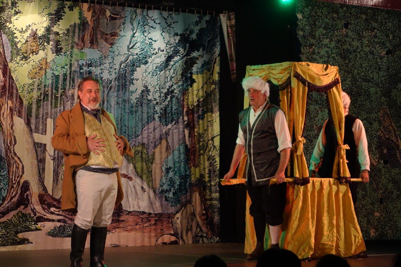 Rastagnac, le préfet de la Marne qui se fait une fortune avec le détournement de l'eau du Surmelin vers Paris, voit d'un très mauvais oeil cette histoire d'opérette...