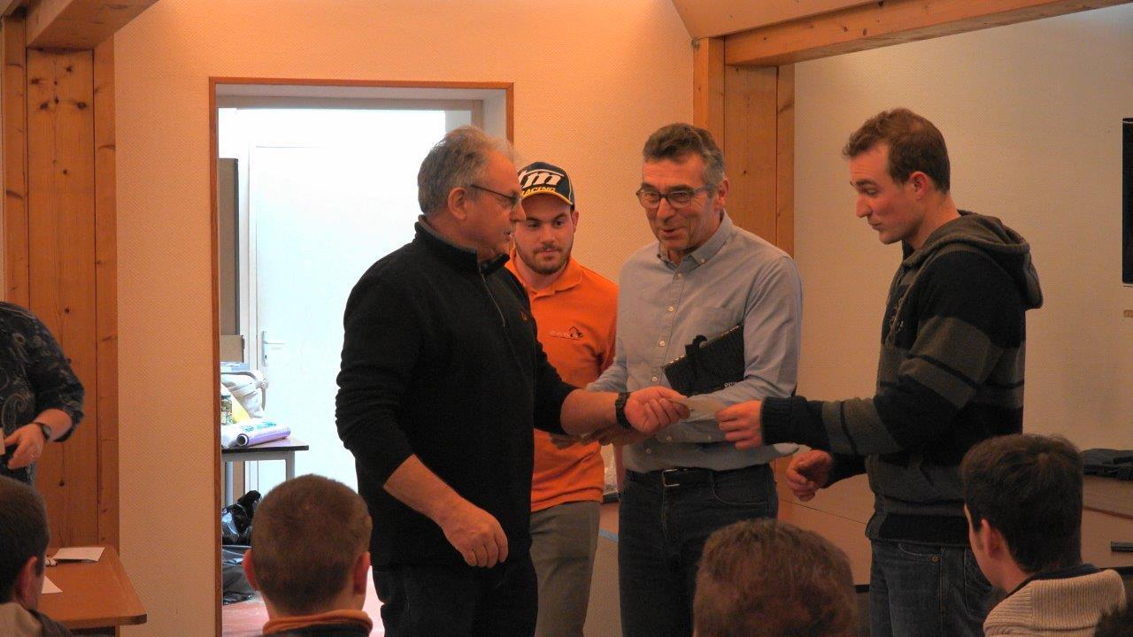 La Ligue Moto de Picardie récompense les trois vice-champions pour leur classement en 2017 en octroyant un chèque de 300€ à chacun.