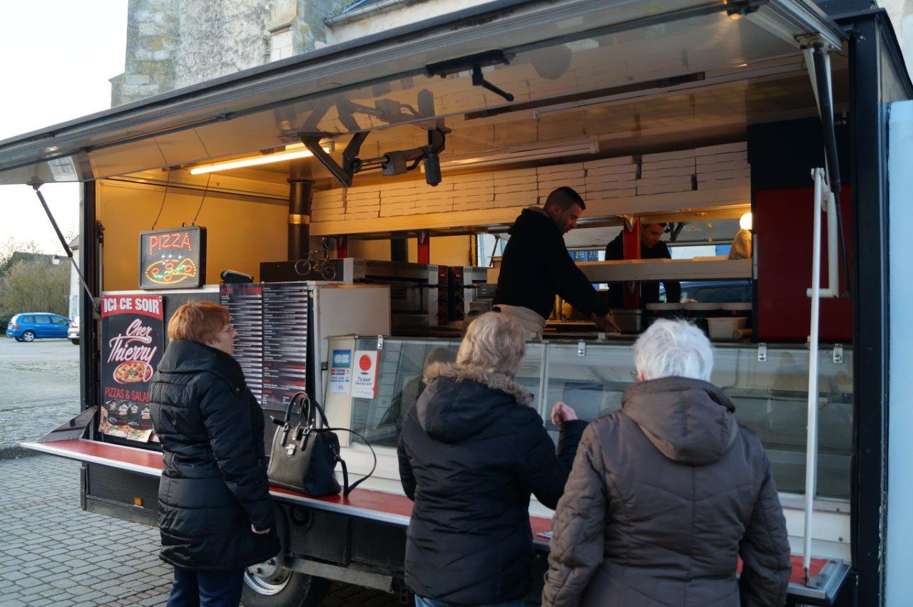 A Condé-en-Brie, Chez Thierry est présent de 18h00 à 21h00.