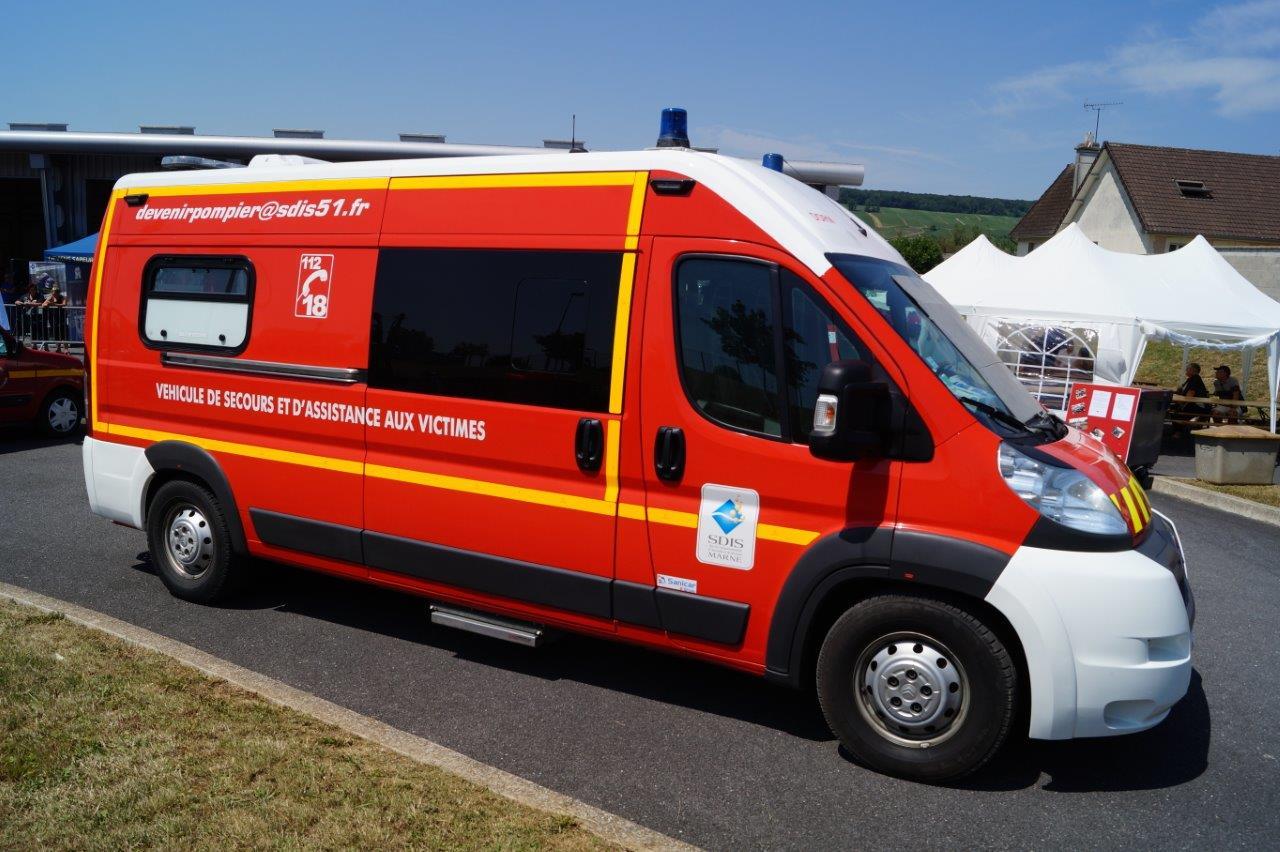 Le véhicule de secours et d'assistance aux victimes est destiné aux premiers secours d'urgence.