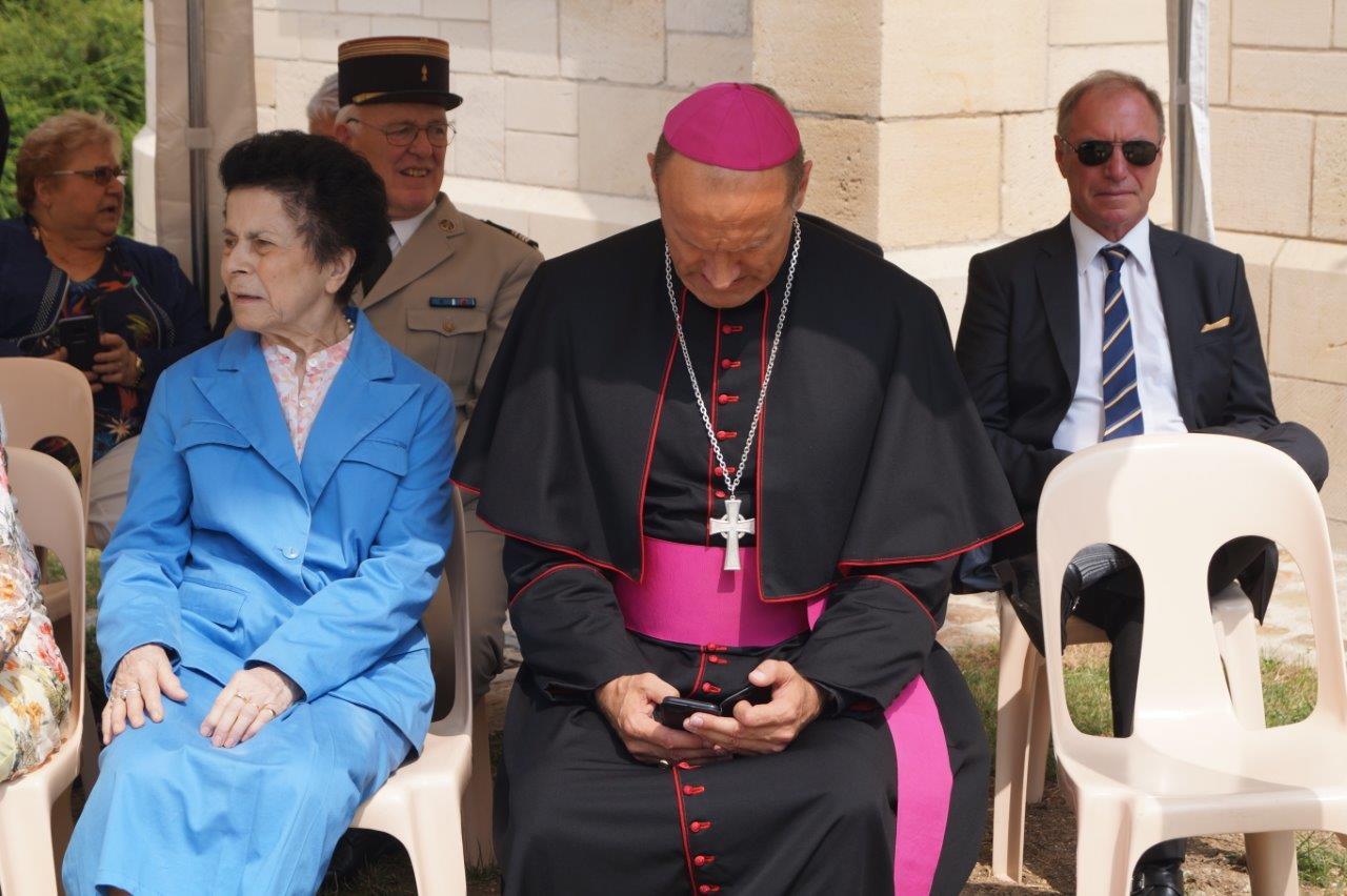 L'évêque de Châlons-en-Champagne est connecté. Avec qui, Dieu seul le sait !