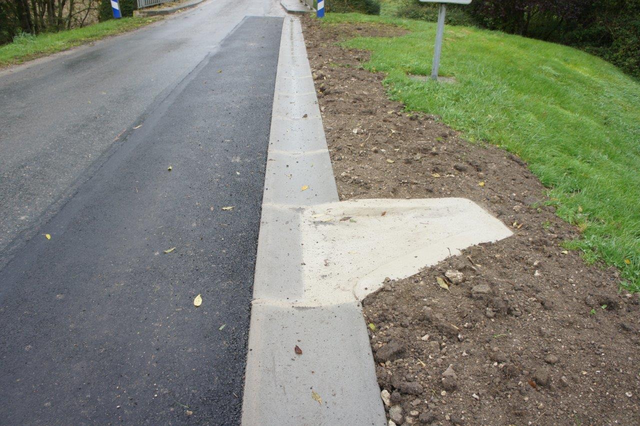 8 saignées en béton faciliteront l'écoulement des eaux pluviales.