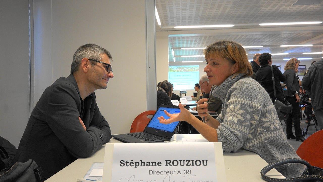 De gauche à droite : Stéphane Rouziou de l'Agence Aisne Tourisme et la Maison de Champagne Météyer de Trélou-sur-Marne.