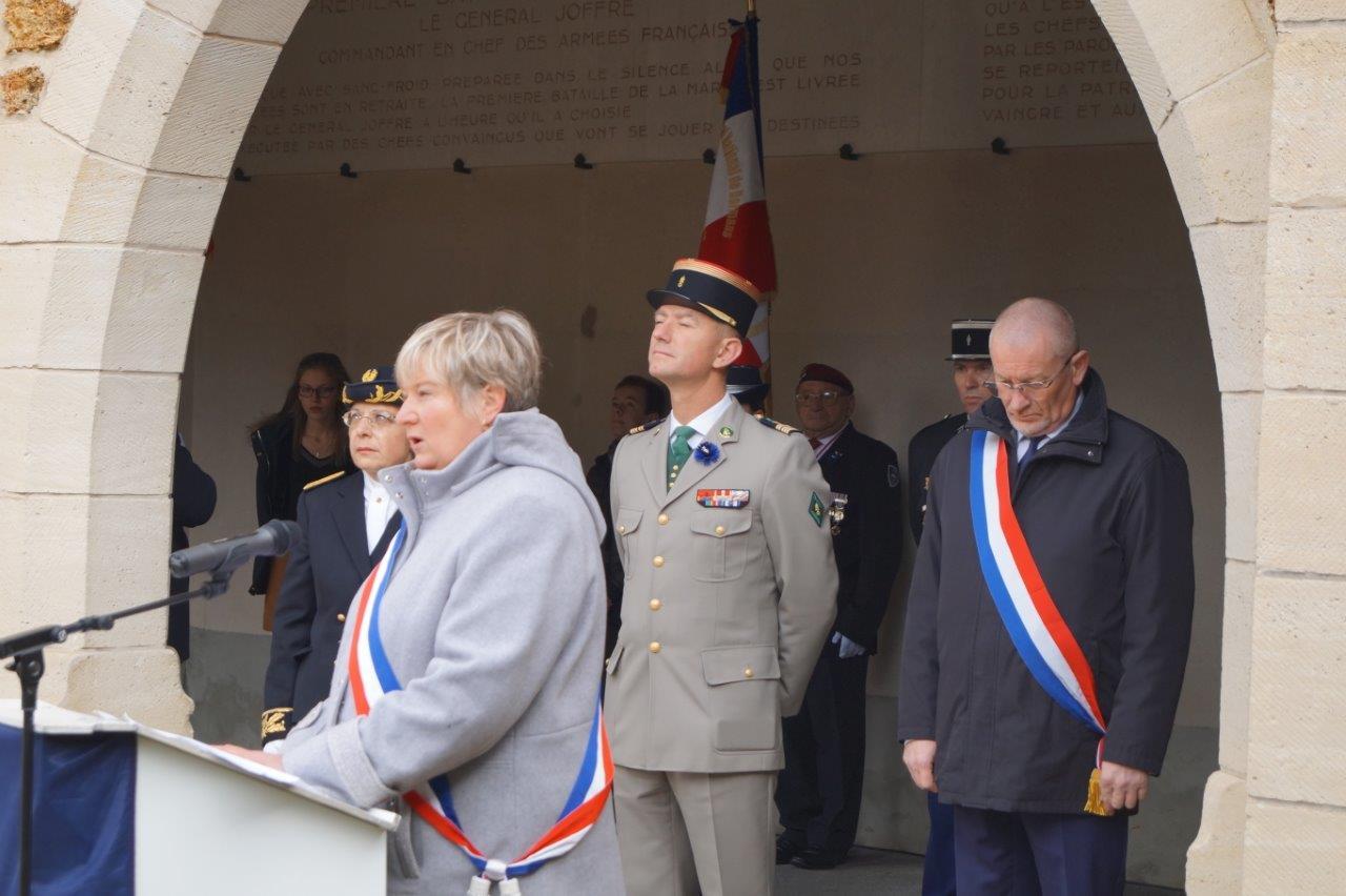 Isabelle Michelet accueille les autorités présentes.