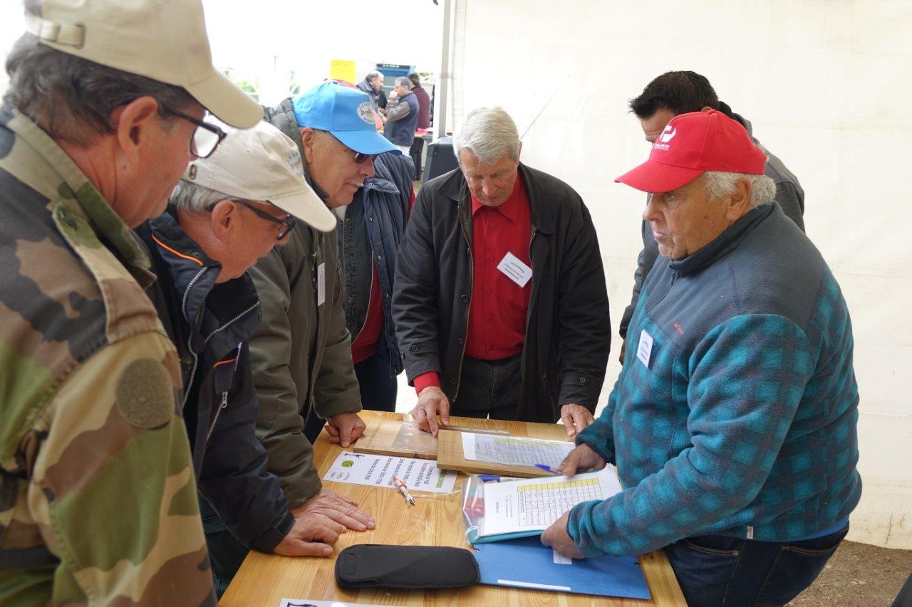 A droite : Pierre Laurier a en charge le tableau de comptage.