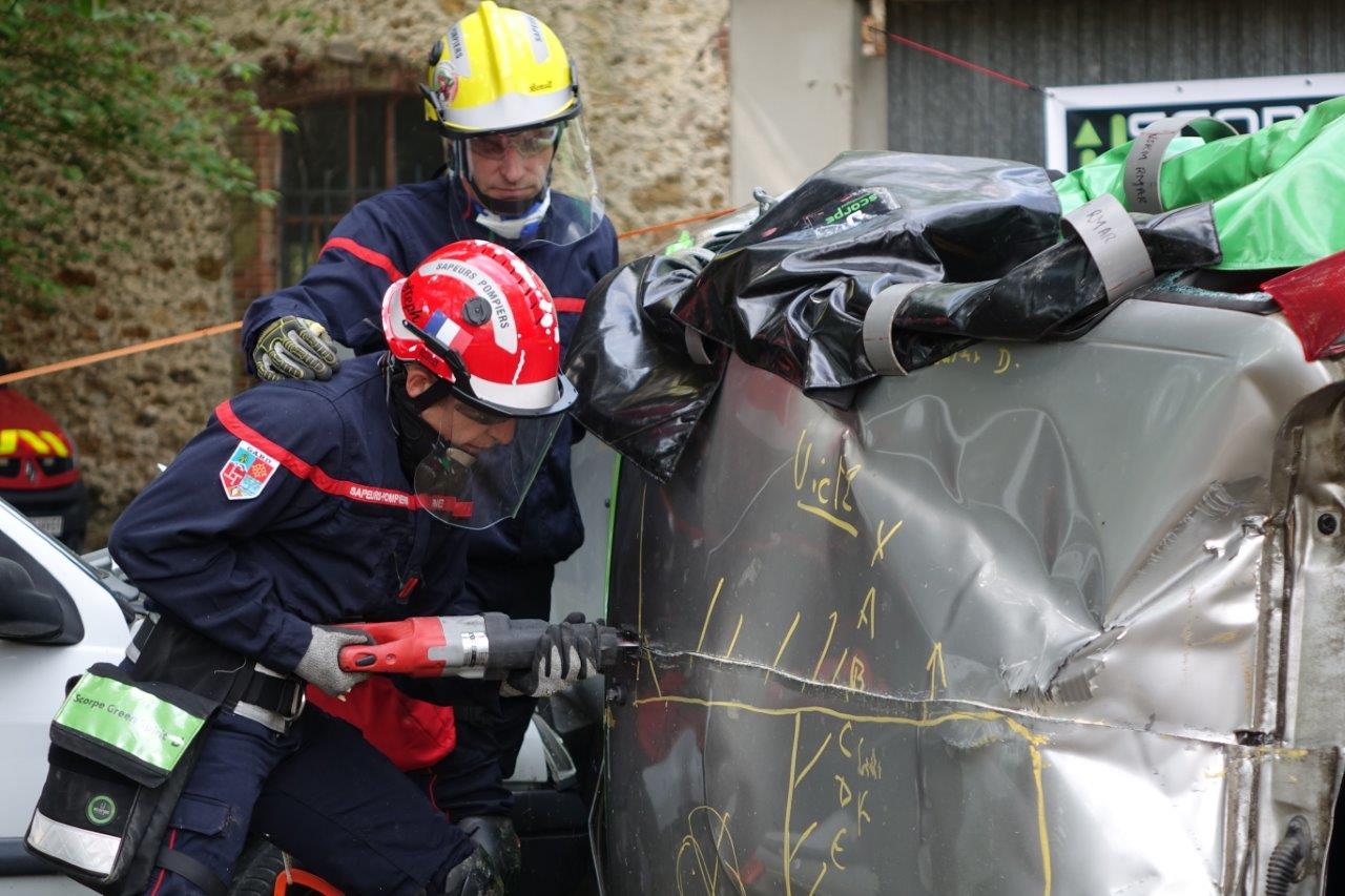 Les sapeurs-pompiers utilisent désormais de l'outillage électroportatif à batterie.