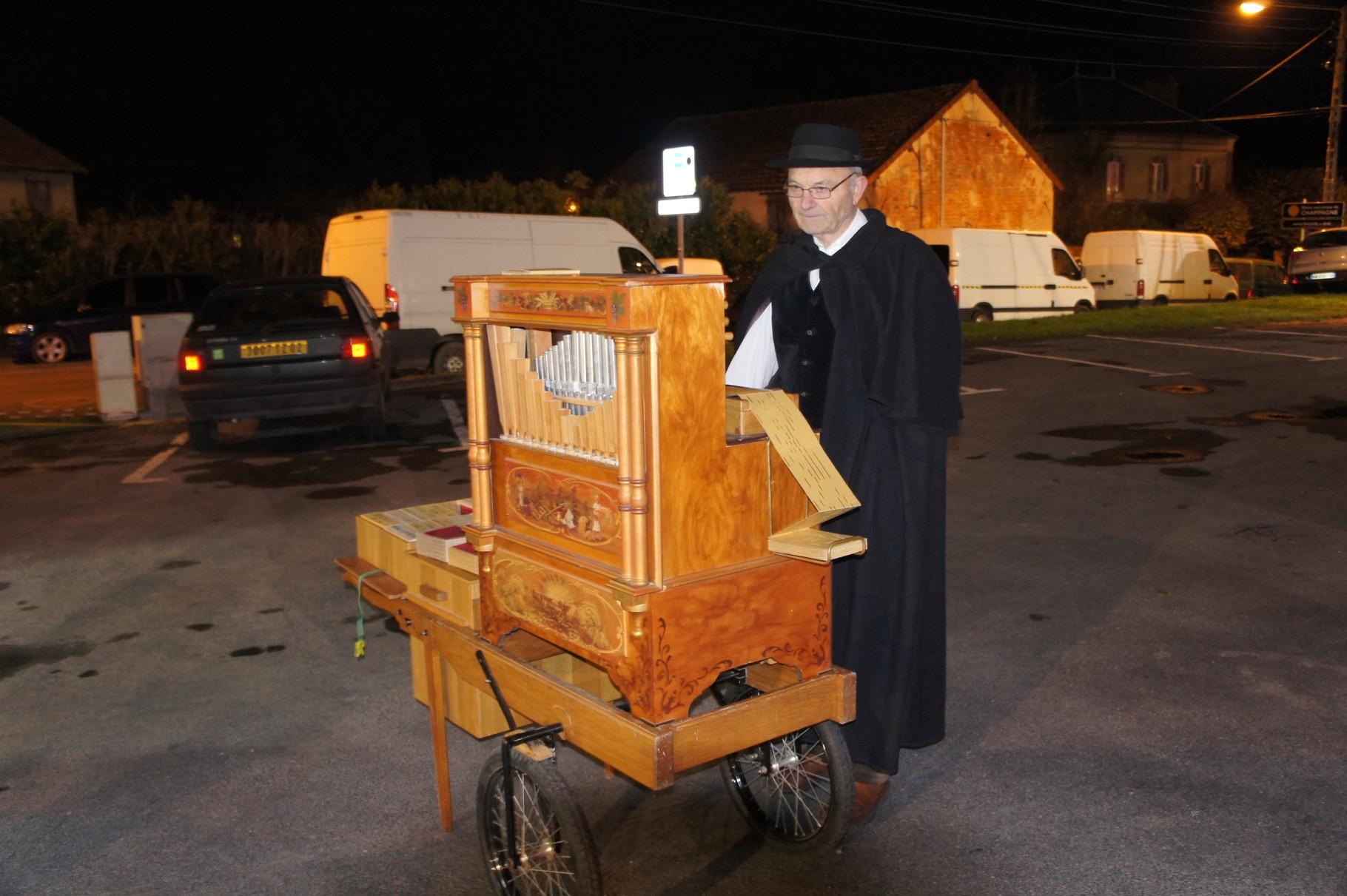 Condé-en-Brie (02) L'incontournable orgue de Barbarie