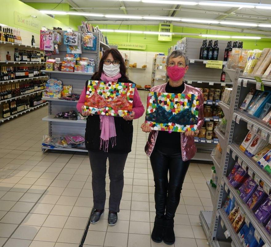 De gauche à droite : Rita, employée de la supérette 8 à Huit et Mylène Lefèbvre sont mobilisées pour la campagne Octobre Rose.