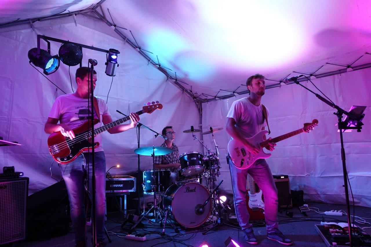 Le groupe Jukebox a emmené les participants jusque tard dans la nuit.