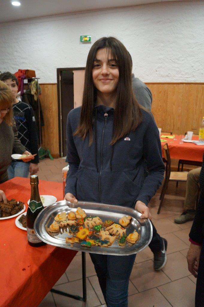 Cette jeune adhérente remporte le concours de gâteaux secs sur le thème de Bollywood.