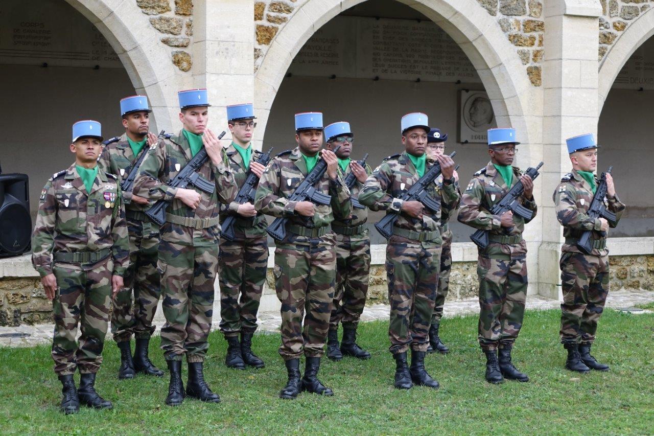 Un piquet d'honneur du 5ème Régiment de Dragons de Mailly-le-Camp était présent...