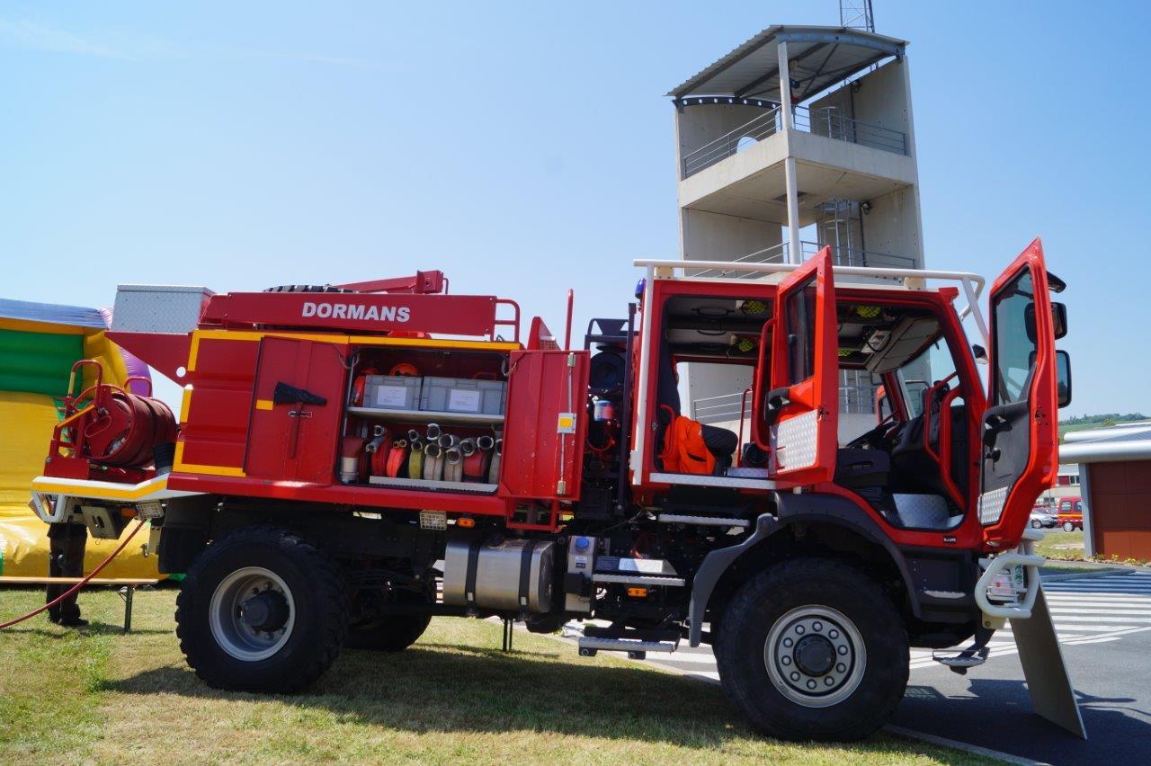 Le camion-citerne feux de forêt 4000 est destiné aux feux de forêt, d'écorces, de véhicules en milieu tout terrain.