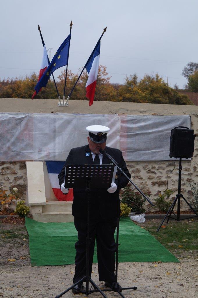 Christophe Delannoy, président de l'Association Nationale des Porte-Drapeaux, Anciens-Combattants et Vétérans de France (APAC) est le maître de cérémonie lors de l'inauguration...