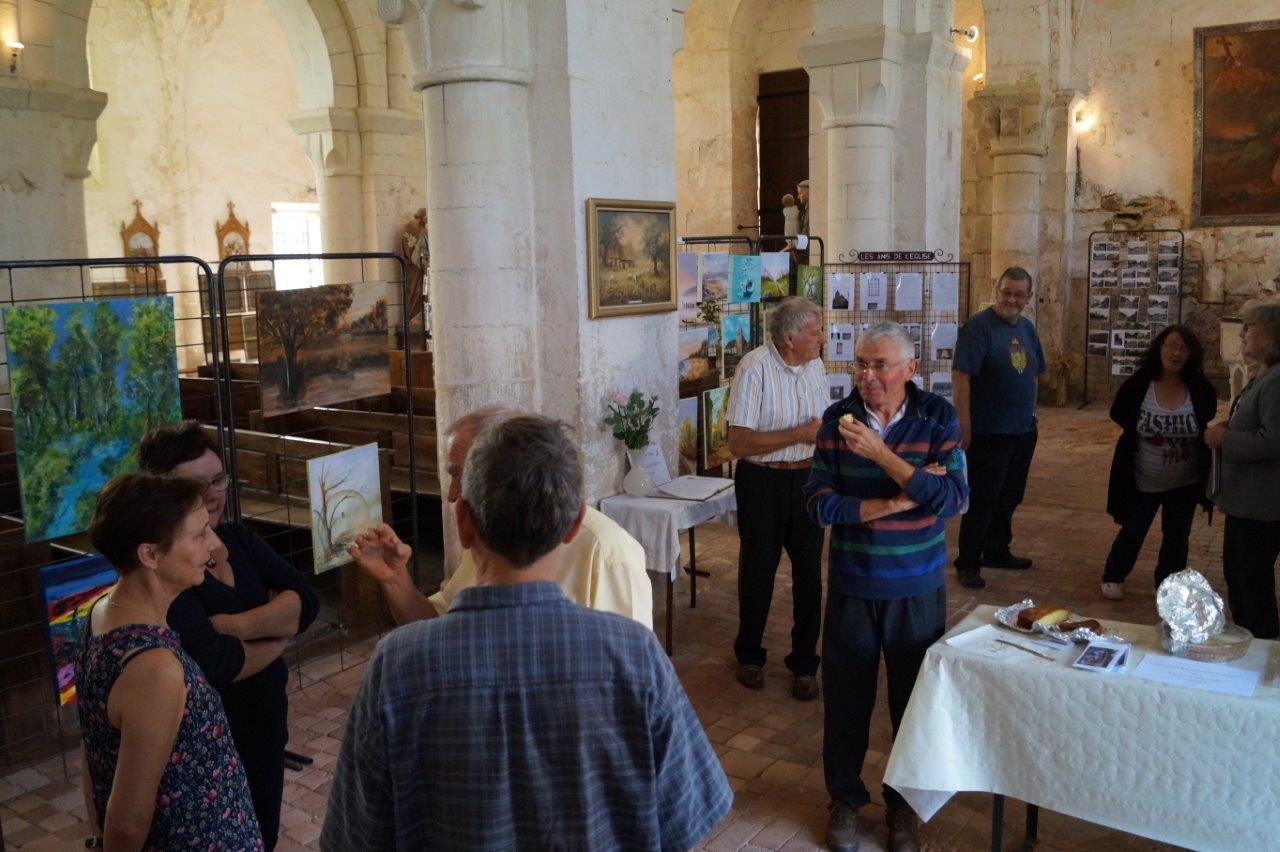 Ils montent à Montlevon à pied, en voiture et même à bicyclette... électrique : les visiteurs font honneur à l'exposition.