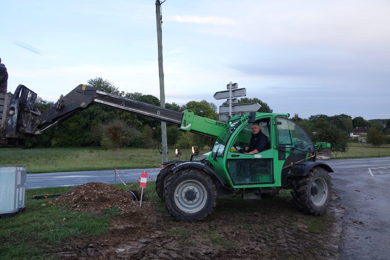 Jean-Michel Zatwarnicki, premier maire adjoint, a pris le matériel qui va bien pour faciliter l'opération.