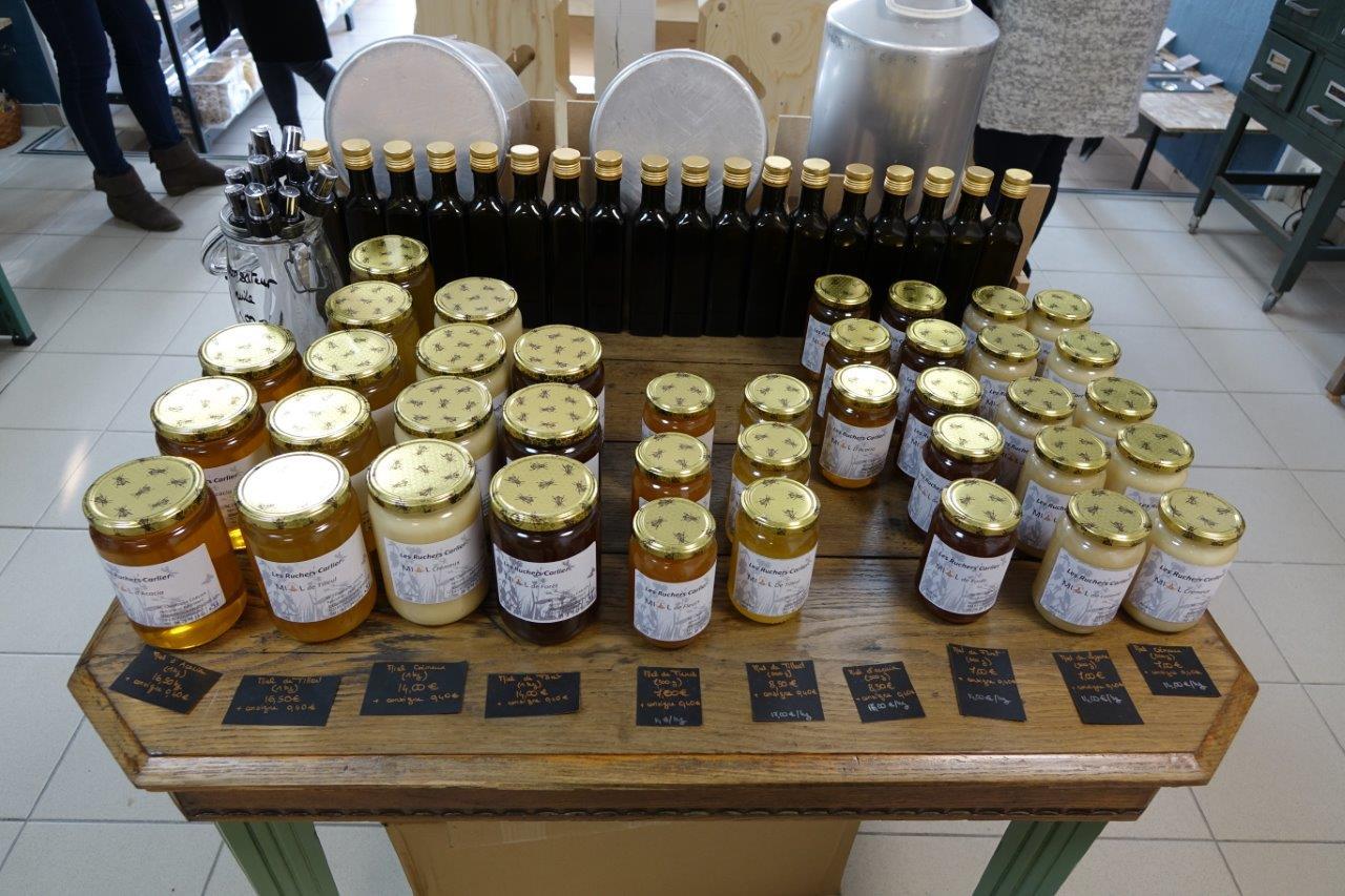 Luzerne, tilleul, forêt, acacia, fleurs, crémeux : De Courmont, dans le Sud de l'Aisne, le miel en une multitude de variétés.
