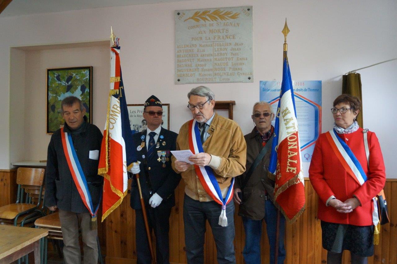 De gauche à droite : Bruno Lahouati, Marcel Dartinet (porte-drapeau), Pierre Troublé, Jacques Cernet, porte-drapeau, et Jacqueline Picart.