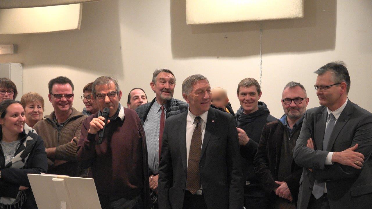 De gauche à droite : Bruno Lahouati (au micro), Jacques Krabal (pin's au veston), Dominique Moyse (mains croisées) et Ronan Léaustic.