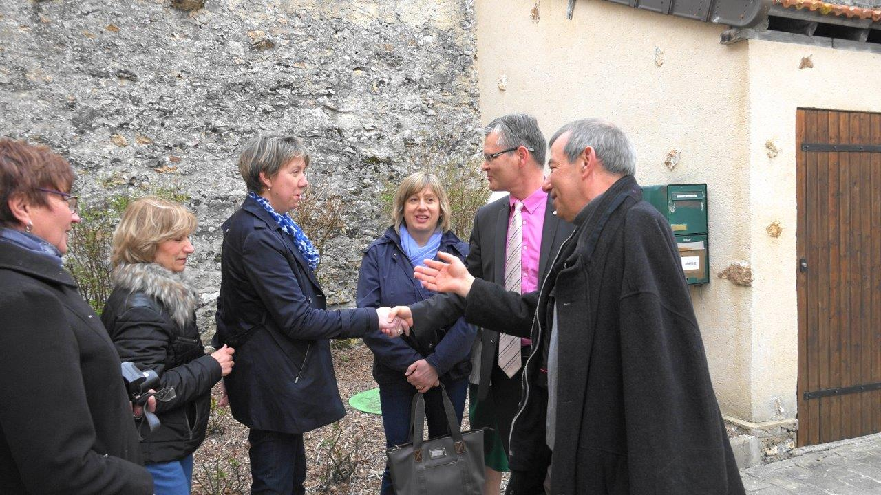 La présentation des élus et du personnel communal des 3 villages regroupés au sein de Vallées-en-Champagne.
