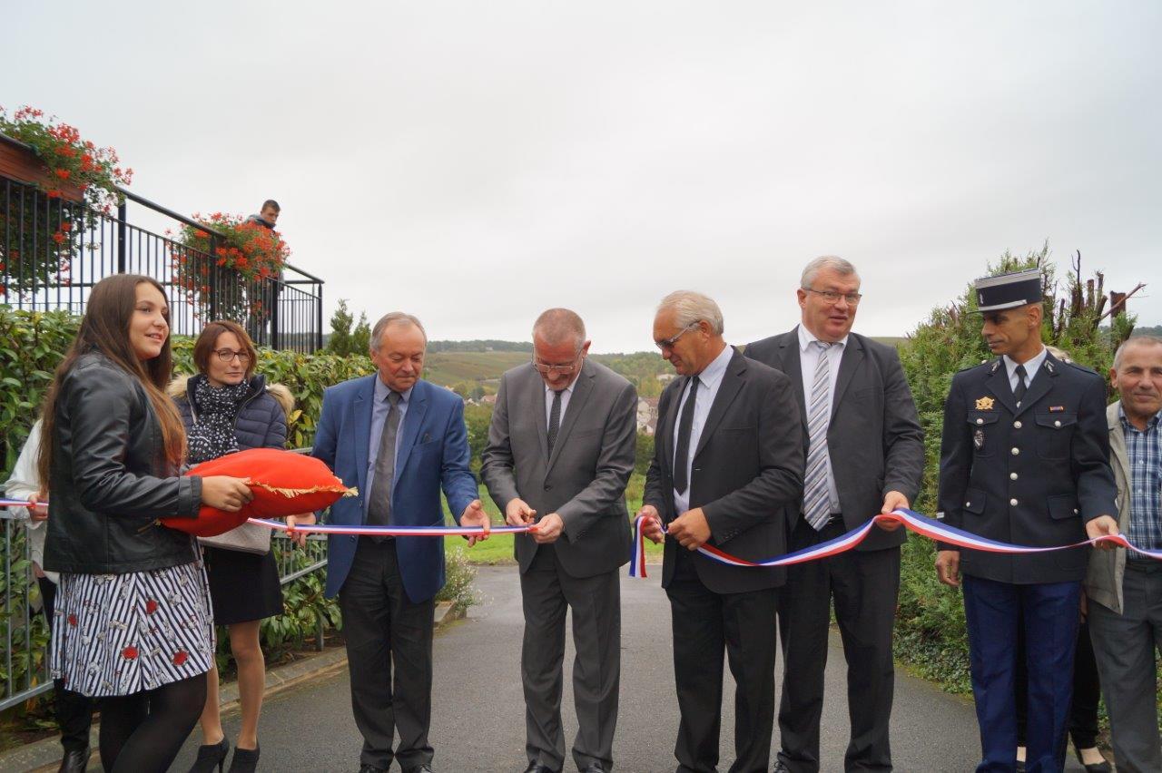 De gauche à droite : Hélène Henri, conseillère municipale du Breuil, Patrice Valentin, Eric Girardin, Didier Dépit, Christian Bruyen, Le lieutenant Hachemi Anneg et Jean-Pierre Paris.